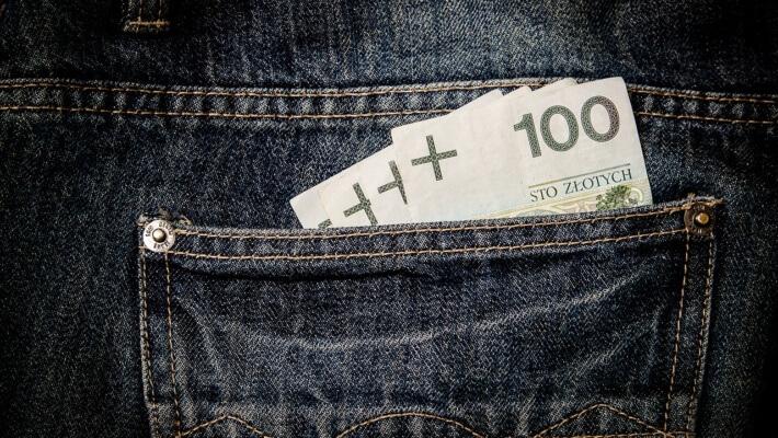 Czy warto trzymać pieniądze na koncie czy lepiej je zainwestować?